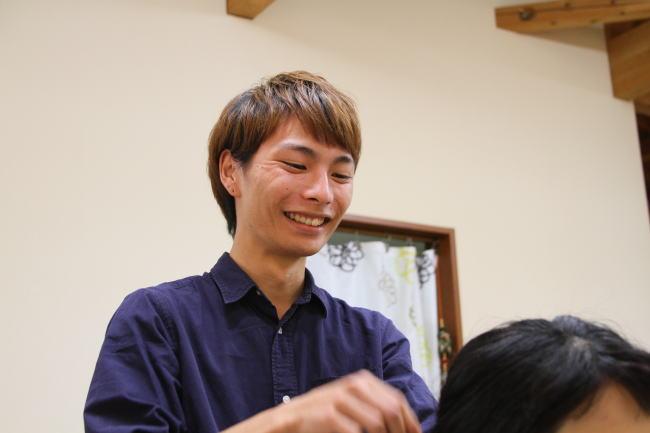 相談にのるスタッフさん/hana hair(ハナヘアー)